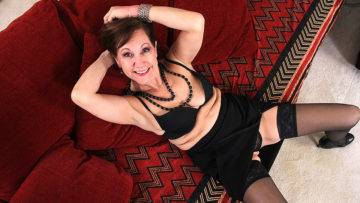 Horny Mature Demi Loves To Play With Her Pussy - presnted by Mature.nl