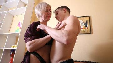 Horny Mature Lady Having Fun With Her Toy Boy - presnted by Mature.nl