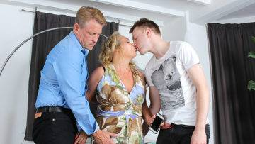 Horny Mature Slut Getting A Double Penetration In A Steamy Threesome - presnted by Mature.nl