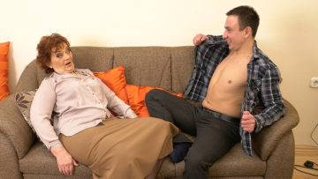 Horny Robbie Loves Fucking Older Mature Ladies - presnted by Mature.nl