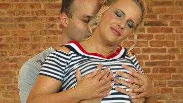 Hot Mom Eva Fucking And Sucking Her Toy Boy - presnted by Mature.nl
