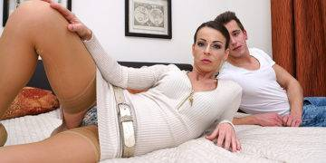 Hot Mom Fucking And Sucking Her Toy Boy - presnted by Mature.nl