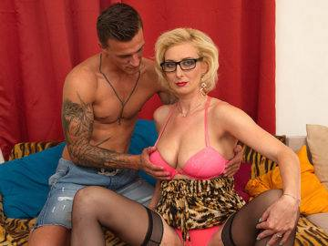 Hot Temptress Fucking And Sucking A Hard Cock - presnted by Mature.nl