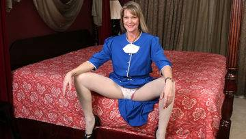 Naughty American Housewife Playing In Bed With Her Pussy - presnted by Mature.nl
