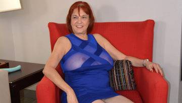Naughty American Mature Lady Playing With Herself - presnted by Mature.nl
