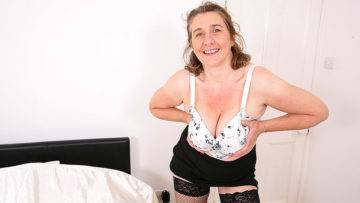 Naughty Big Breasted British Housewife Playing With Her Pussy - presnted by Mature.nl