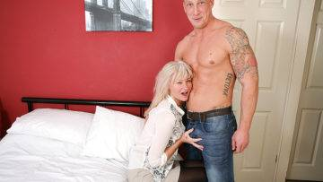 Naughty British Housewife Fooling Around With Her Younger Lover - presnted by Mature.nl