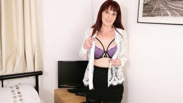 Naughty British Housewife Playing With Her Toys - presnted by Mature.nl