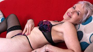 Naughty British Mature Lady Getting Wet On Her Couch - presnted by Mature.nl