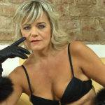 Naughty Cougar Fingering Herself On The Couch - presnted by Mature.nl