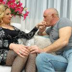 Naughty Housewife Getting A Good Fuck On The Couch - presnted by Mature.nl
