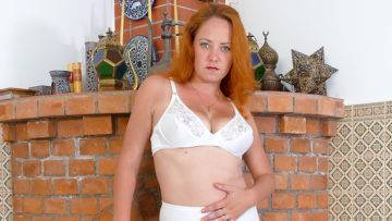 Naughty  Housewife Playing With Her Unshved Pussy - presnted by Mature.nl