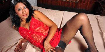 Naughty Latin Mom With Large Nipples Playing With Her Pussy - presnted by Mature.nl