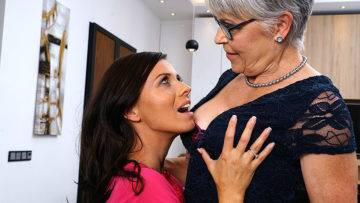 Naughty Lesbian Housewives Go All The Way - presnted by Mature.nl