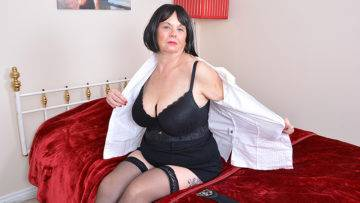 Naughty Mature Bbw Playing With Herself - presnted by Mature.nl