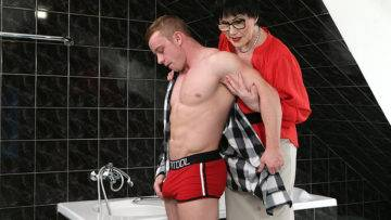 Naughty Mature Lady Catching A Toy Boy In The Bathroom - presnted by Mature.nl