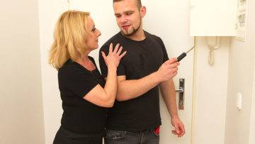 Naughty Mature Lady Fucking With Her Toy Boy - presnted by Mature.nl