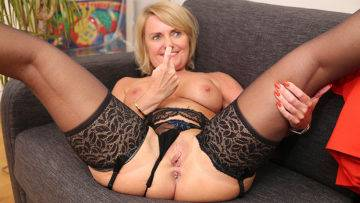 Naughty Mature Nympho Riding A Big Hard Cock - presnted by Mature.nl