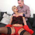 Naughty Mature Slut Fucking And Fisted - presnted by Mature.nl