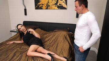 Naughty Shaved Housewife Fucking And Sucking - presnted by Mature.nl