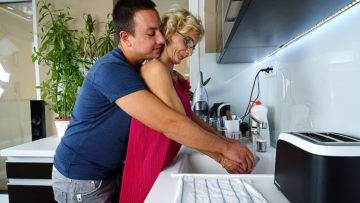 Naughyt Housewife Doing Her Toy Boy In The Kitchen - presnted by Mature.nl