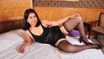 She Just Loves Playing With Her Unshaved Pussy - presnted by Mature.nl