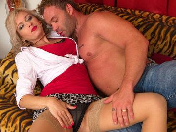 Steamy Hot Mom Fucking Her Lover - presnted by Mature.nl