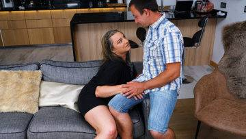 This Curvy Mature Lady Does Her Boyfriend Hard And Good - presnted by Mature.nl
