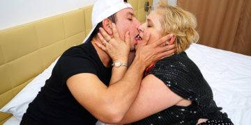 This Curvy Mature Lady Gets It Good From Her Younger Lover - presnted by Mature.nl