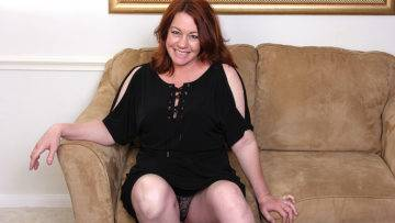 Unshaved Mature American Lady Loves To Play With Her Pussy - presnted by Mature.nl